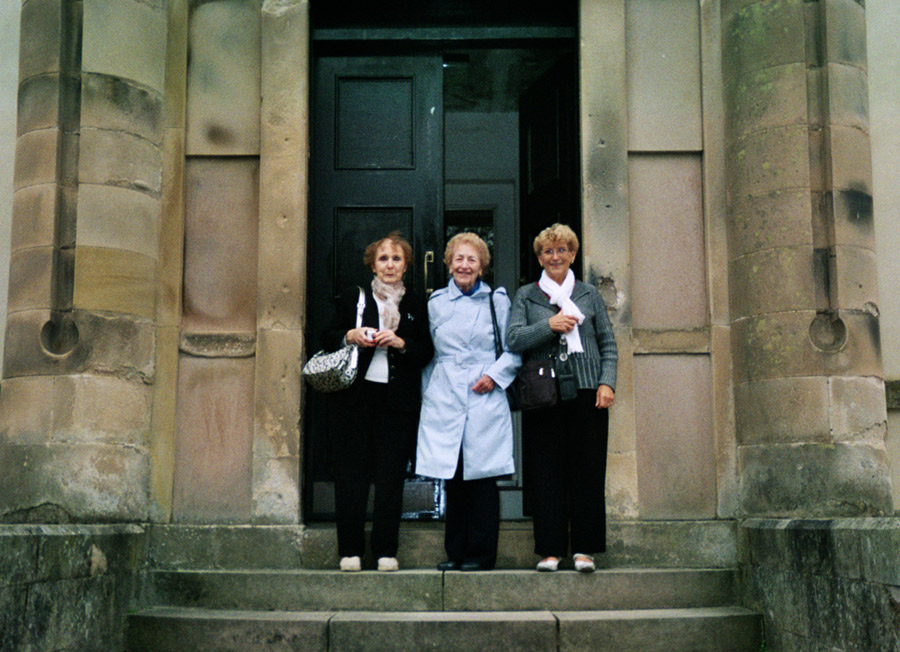 "Jacqueline Vicart (right) and Marie Paul Sergeant (left) with ""Anna"", daughter of the caretaker atSmyllum, Lanark."