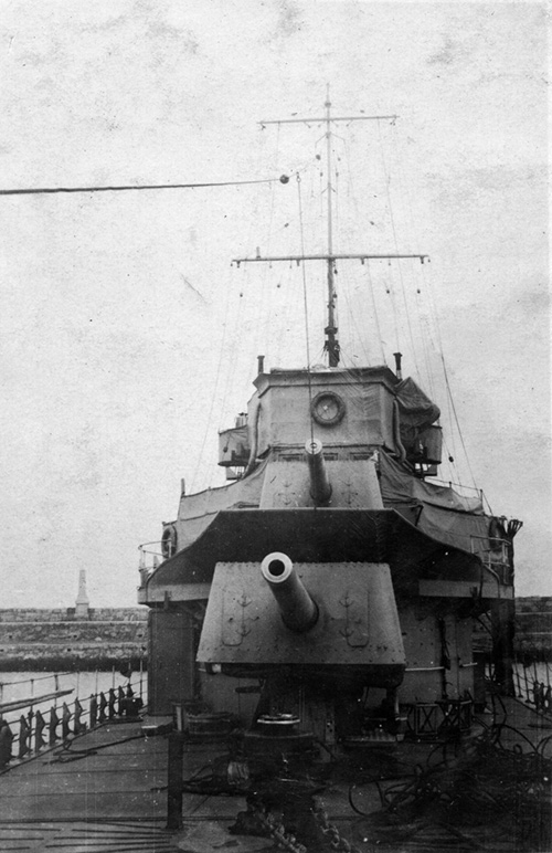 HMS Venomous from bow showing guns